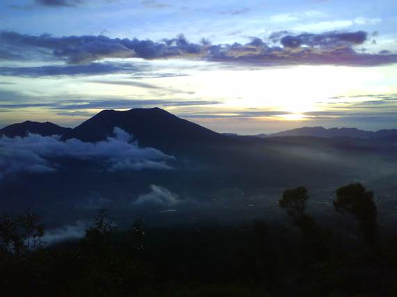 sunset gunung marapi